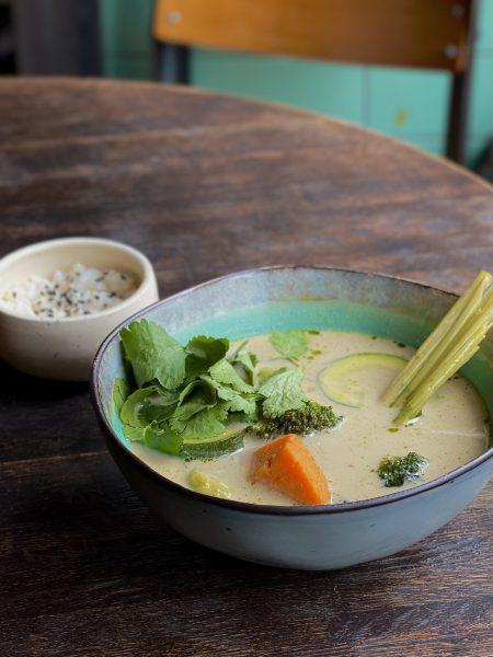 Овощи темпура с миндальным соусом